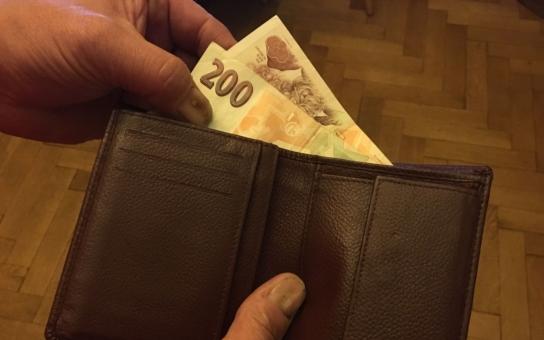 Sobotka se buší v propadlou hruď, jak se hospodářsky daří. Jaká je pravda? Nižší platy než my mají jen Bulhaři