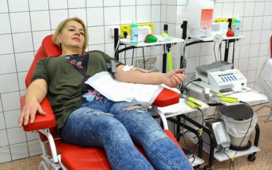 Kdo miluje, daruje krev. Valentýnské odběry přilákaly za dva dny zatím na čtyřicet nových dárců nejdůležitější životní tekutiny. Ještě se můžete stavit i vy