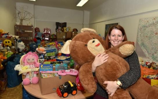 Sbírka hraček skončila, na magistrát jich dorazily tisíce. Pomůže postiženým a dětem ze sociálně slabých rodin.