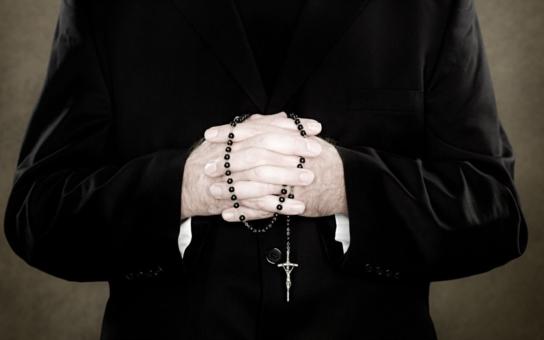 Máslo na pomazaných katolických hlavách. V Austrálii prokázali masivní zneužívání dětí. A co u nás?