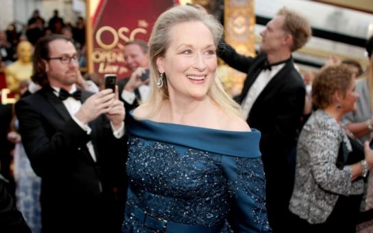Meryl Streep na letošních Oscarech ani nepípla, přesto vyvolala dva skandály. Tedy ne ona, ale její róba… A byly ovace ve stoje. TÝDEN V OBRAZECH