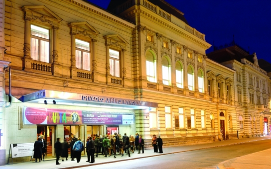 Dvě opery Verdiho, ale i Zeměplocha Terryho Pratchetta, Don Quijote v choreografii Michala Štípy a Cats  poprvé v Ostravě