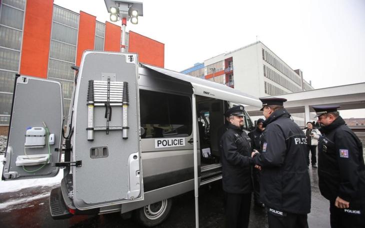 Cizinecká policie v Liberci má nový Schengenbus. Vyzkoušela ho při cvičení, během nějž odhalila téměř sedmdesát přestupků