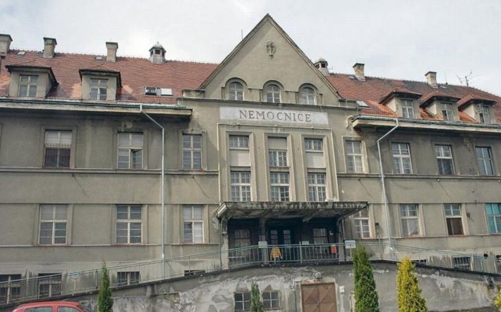 A co takhle rumburskou nemocnici zapálit a Šluknovský výběžek prodat Němcům? Komentář Štěpána Chába
