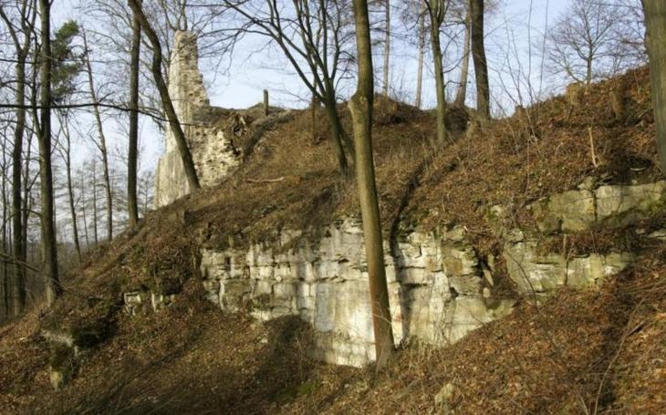 V Brandýse nad Orlicí budou zachraňovat sklepení hradu. Kraj přispěje  na záchranný archeologický průzkum