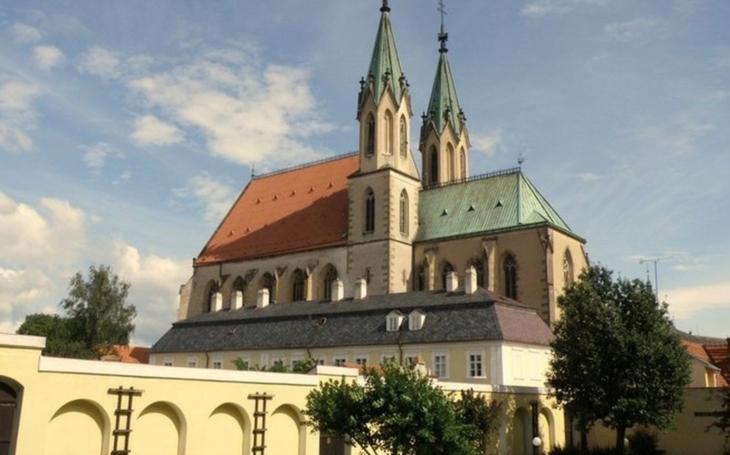 Poutní dny pomyslně odstartují turistickou sezónu v Kroměříži. Jejich součástí bude slavnostní ukončení projektu Obnova vybraných obrazů a nábytku Arcibiskupského zámku