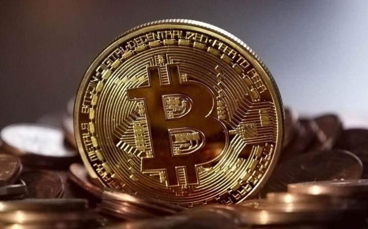 Nobelova cena za ekonomii se dává tajtrdlíkům, kteří prohlubují nefunkční systém. Ale Bitcoin? Komentář Štěpána Chába