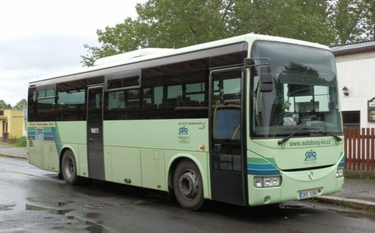 Řidiči autobusů zřejmě v Karlovarském kraji stávkovat nebudou. Většina firem nařízení vlády splnila, přestože kabinet Bohuslava Sobotky nesplnil, co slíbil