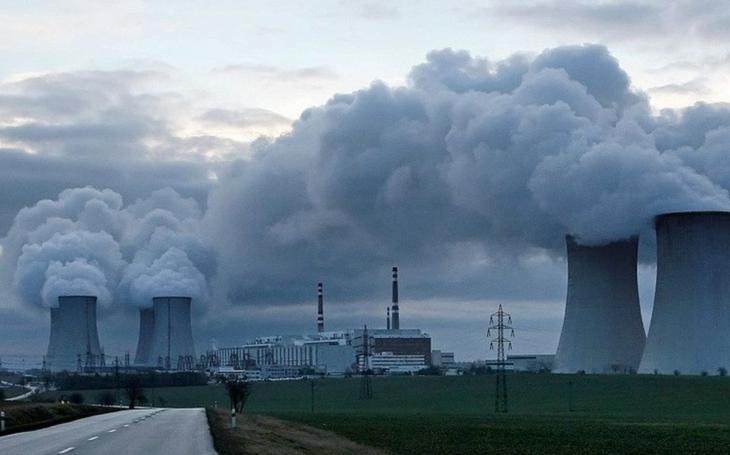 Dostavba elektrárny jako válečný akt. Ke komu se připojíme? Ke skřetům, nebo ke skřetům? Komentář Štěpána Chába
