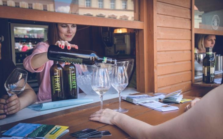 Festival láká na snoubení vína s gastronomií a čtyřicítku nových vín. K degustaci bude nabídnuto téměř 60 vín sedmnácti vinařů