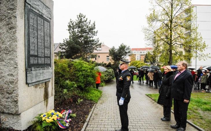 Vzpomínková setkání na Doubravce připomněla oběti náletů z roku 1945. Zúčastnili se i dosud žijící pamětníci