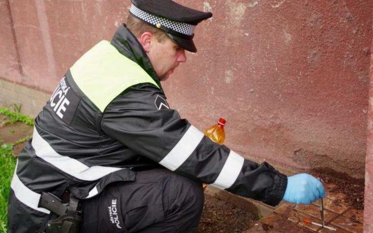 Českotěšínští strážníci uklízeli po bezohledných narkomanech. Nejvíc jehel nasbírali na sídlišti Svibice