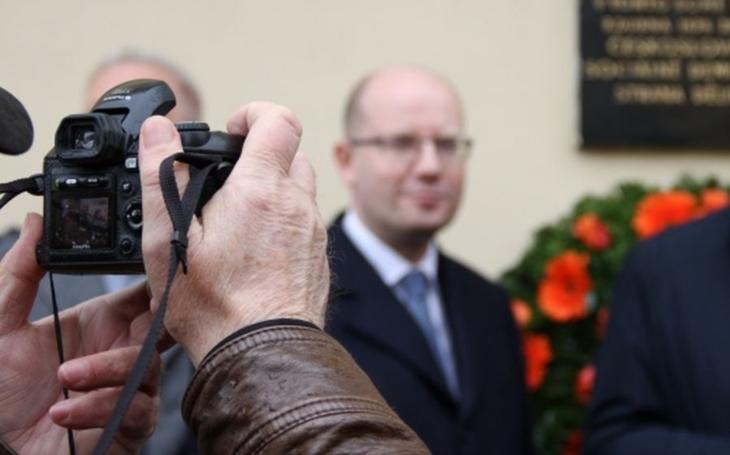 FOTO Celé Česko čumí, jak to Bohouš umí. ČSSD zahájila kampaň a slíbila A) ráj na zemi, B) vlasatého Sobotku. Podívejte se sami