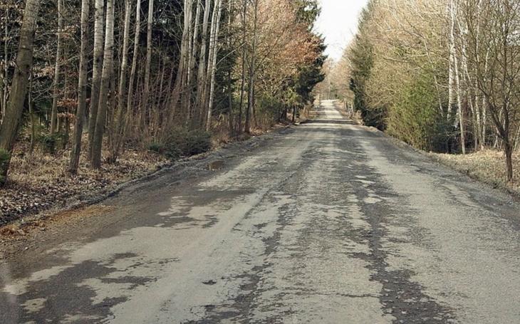Krajští zastupitelé odmítají drancování krajských silnic. Požadují, aby se investoři, kteří zvýší zatížení silnic nižších tříd, podíleli na jejich rekonstrukci