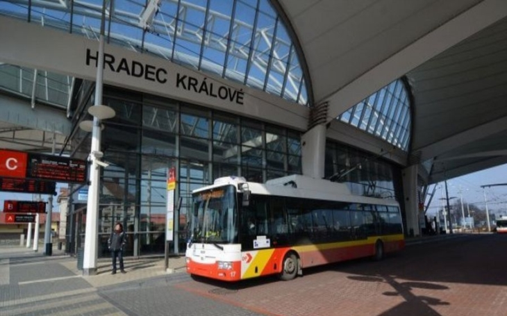 Od 1. května dochází k mimořádně změně jízdního řádu. Dotkne se cestujících z Rychnovska směrem do Hradce Králové
