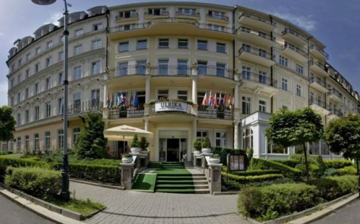 Karlovy Vary – město lásky. Které slavné osobnosti zde prožívaly milostná vzplanutí a kdo zde měl přísně utajenou svatbu? Šokující odhalení. Tajnosti slavných
