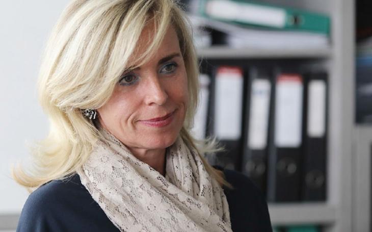 Pohledná blondýna, co skončila u popelářů, a slaví úspěch