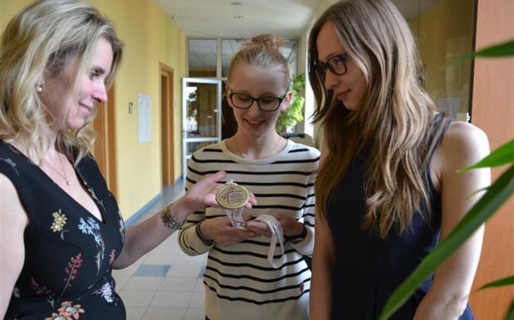 Studentky krajských gymnázií reprezentují Českou republiku. Tradiční disciplíny ale nečekejte