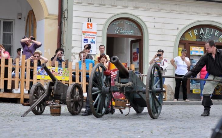 Třídenní Slavnosti města Mikulova lákají na hudbu, víno i historii. Složte nejdelší ódu, psanou co nejvíce autory