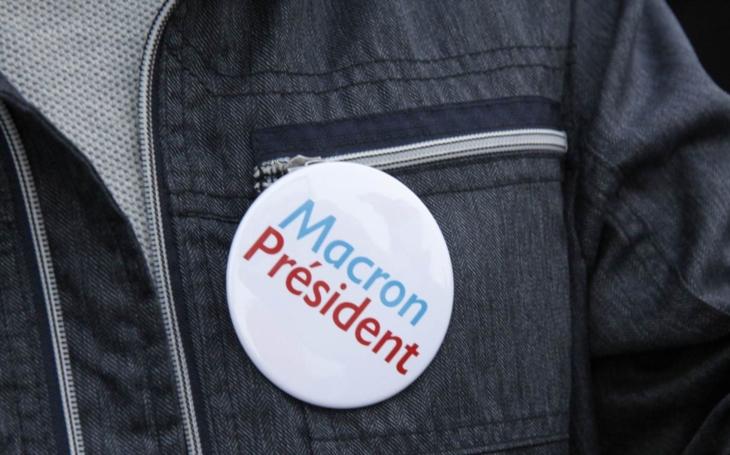 Pehe, jdi do pehele. Naši politici a komentátoři jsou nadšeni novým francouzským prezidentem. A voliči?  Píší o konci ocasu EU, servilitě a blbosti