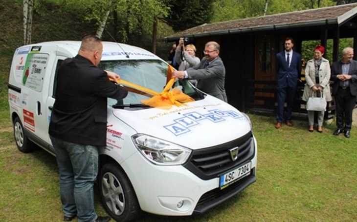 Domovy sociálních služeb v Litvínově-Janově rozšířily vozový park.  Klienti se tak snadněji dopraví do terapeutických dílen
