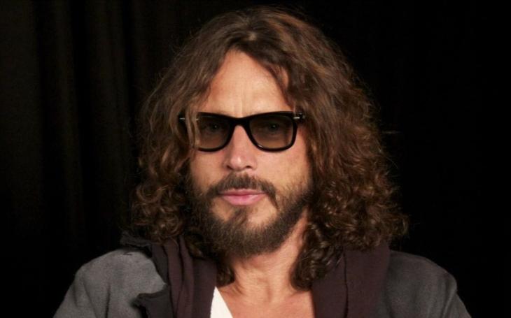 Frustrující sexuální symbol... Ikona rocku spáchala sebevraždu. Přitom zpěvák Soundgarden krátce před smrtí psal fanouškům. Co se stalo?