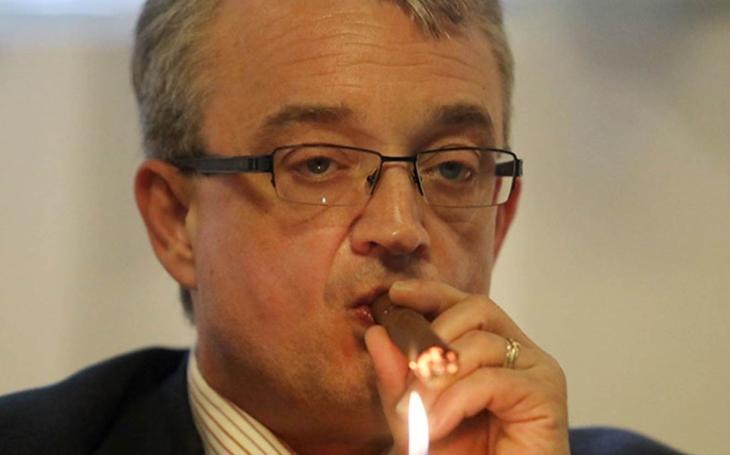 Za 72 hodin típneme poslední cigaretu. Poslanec: Töpfer bude žvýkat nezapálený tabák. A ještě vám řeknu toto