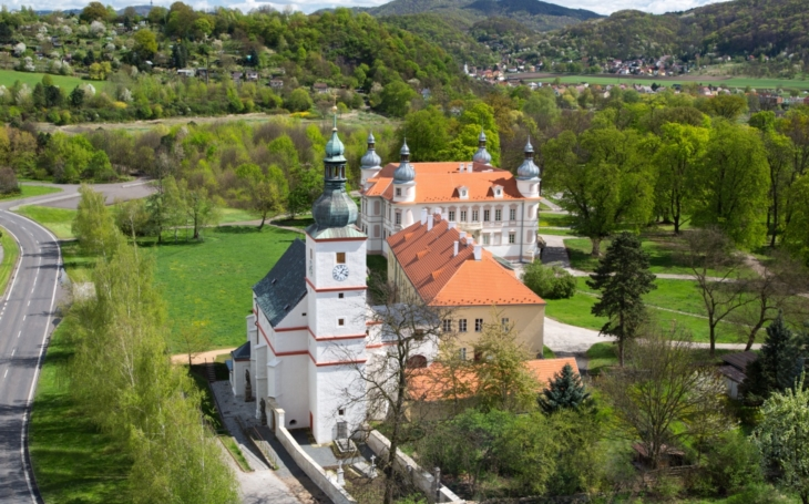 Kostel sv. Floriána v Krásném Březně se ve středu rozsvítí zeleně jako výraz solidaritu s pacienty, trpícími roztroušenou sklerózou