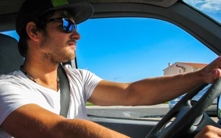 Nezapomeňte na výměnu řidičáku. Do konce roku by si pro nový doklad mělo přijít ještě půl milionů motoristů