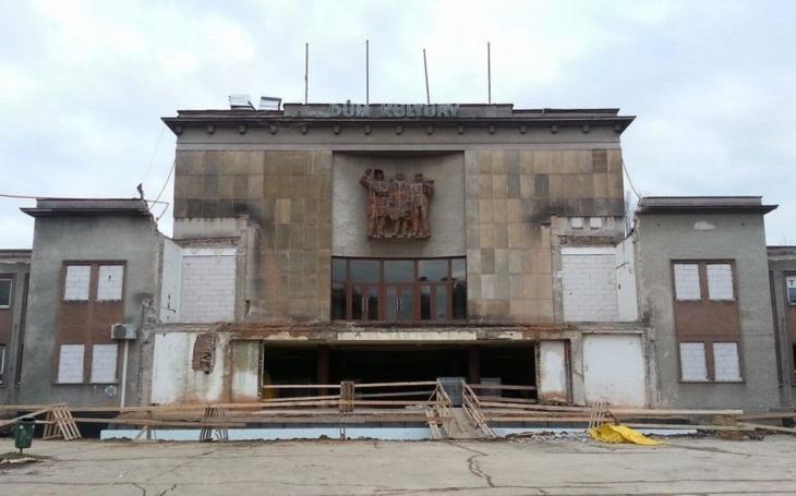 Rekonstrukce Domu kultury Poklad v Porubě se opět pozastaví. Problémem jsou skluzy proti harmonogramu, kvalita plnění a ocenění víceprací