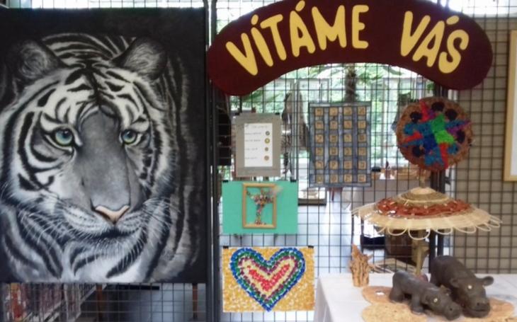 V liberecké zoo se po roce opět usídlil Modrý slon. Autory výtvarných prací  je 428 handicapovaných klientů ze čtyřiceti chráněných dílen a organizací