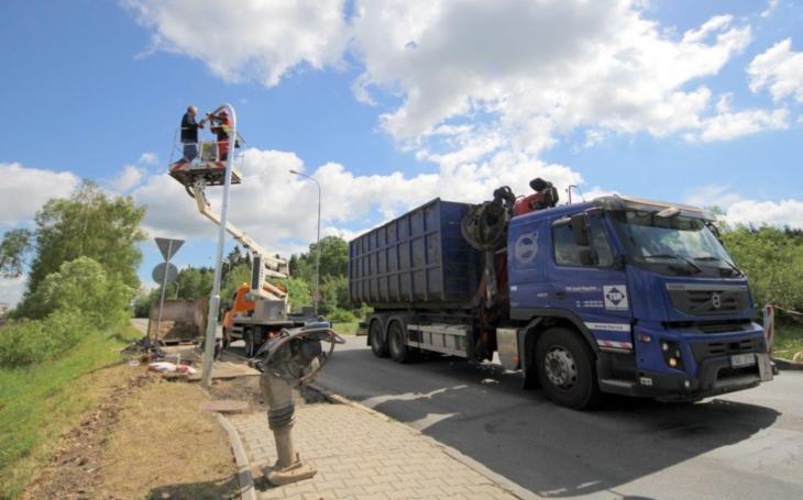 Provizorní semafory u jihlavské průmyslové zóny se osvědčily, a tak je od pondělka nahradily nové