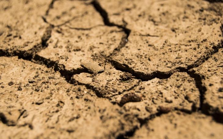 Politici před volbami slibují ráj, ale na životně důležitou věc zapomněli. Kvůli nim hrozí katastrofální nedostatek vody. Konec blahobytu v Čechách