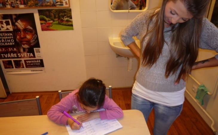 Klub národnostních menšin se zapojil do projektu inkluze. Doučují se zde děti z mosteckých rodin, ale i z azylových či dětských domovů