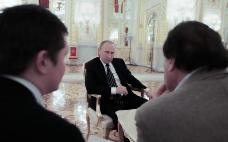 Slavný americký režisér, ruský prezident a nevysvětlená cenzura Facebooku. Zatraceně výbušná směs, z níž vzešlo toto