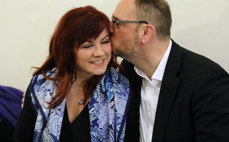 Bývalý premiér Nečas, přezdívaný Pan Čistý, se opět zastal své ženy. Čelí prý mediálnímu lynči.  To je ale náhodička. No jasně!