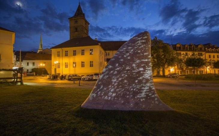 Sochy v ulicích: Začala s tím Praha, ale ta nejhezčí je v Plzni. V metropoli má ale sochu právě zesnulý Olbram Zoubek
