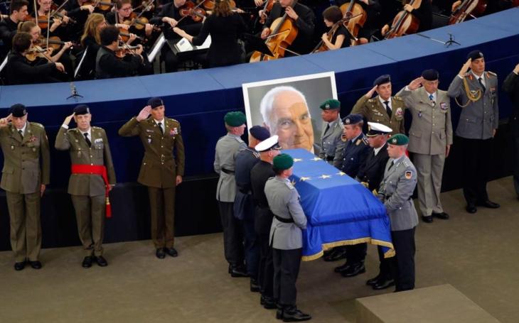 Trapas! Na Kohlův pohřeb jel Brabec, premiér trčel doma  To