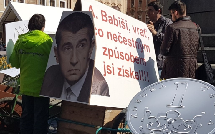 """Bez nátlaku to nebude možné... Byznys po česku. Jak Andrej Babiš """"obchodoval"""" s panem Radou: Pole spálené, prasata vybitá. Je to síla, píše čtenář"""