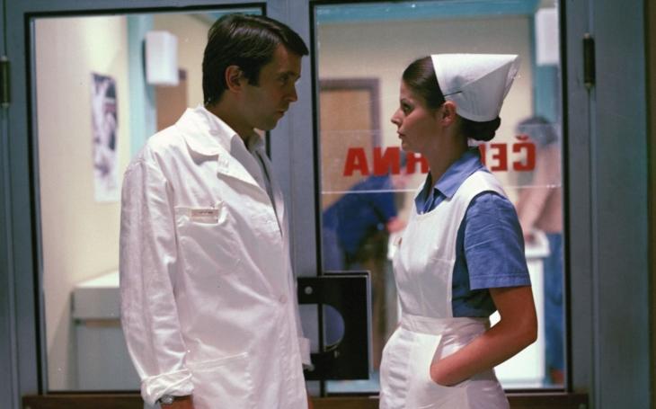 Krásná Ina z Nemocnice na kraji města nebyla žádná tichá mrkací panenka, ale spíše hysterka. Proč zemřela?