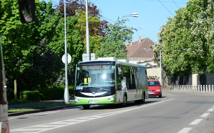 Okolo Hradce ekologickým elektrobusem. Ve městě se od září cestující svezou zelenou linkou MHD. Vznikne i nová zastávka