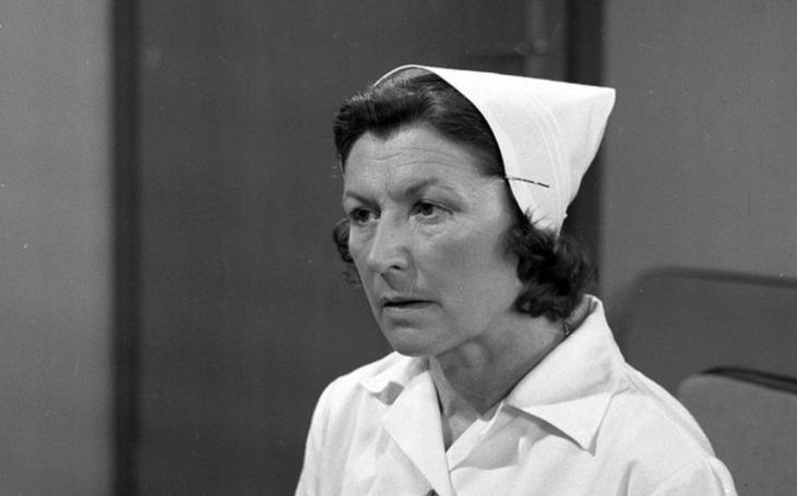 Byla stejně rázná jako její vrchní sestra Jáchymová. Zatímco manžel skvěle vařil, ona řídila auto a vlastnoručně postavila schodiště. Tajnosti slavných
