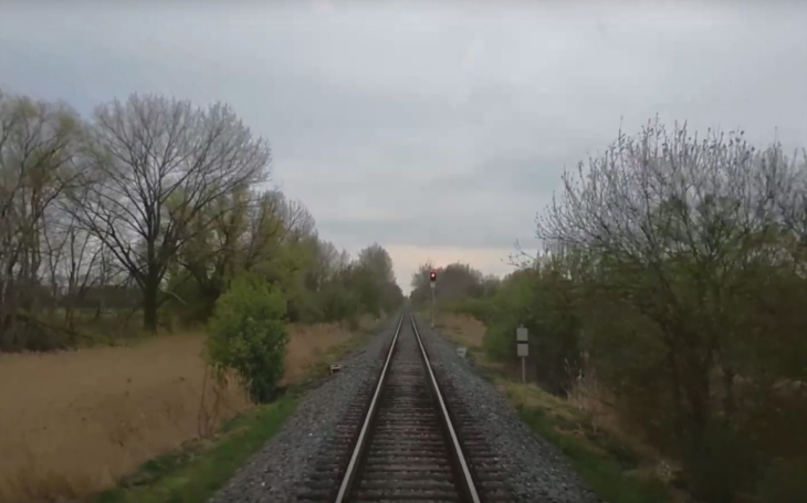 Dvouletá holčička vypadla z vlaku a zemřela, vzpomínáte? Policie nyní uzavřela případ a ten míří k soudu; ve hře je šest let na tvrdo