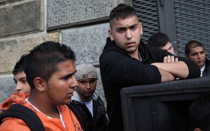 Romové jsou nepřizpůsobiví k čemukoliv, je utrpení tady žít... V Jirkově přestane radnice vyplácet dávky na bydlení, chce tím zamezit příchodu sociálně slabých