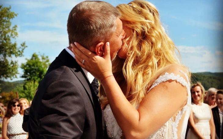 Okázalá svatba na Čapím hnízdě. Utrpení svatebčanů nebralo konce. A ten dokonalý kýč…
