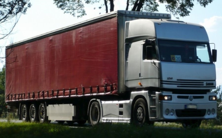 Silnice I/43 je příliš zatěžovaná. Kraj by zákaz vjezdu nákladních vozidel přivítal, říká hejtman