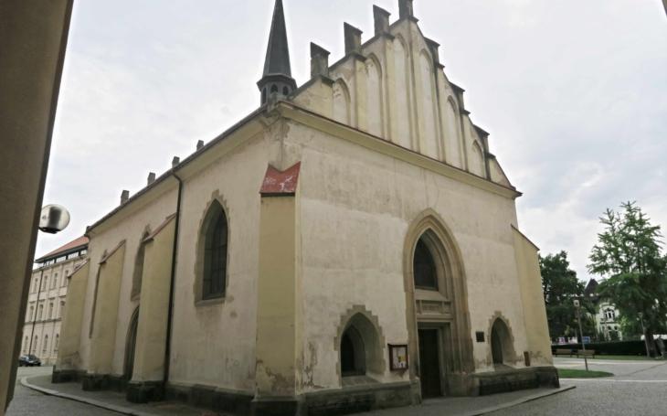 To je ten kostel v parčíku před krajským úřadem… Radní podpoří obnovu památek i konání kulturních akcí