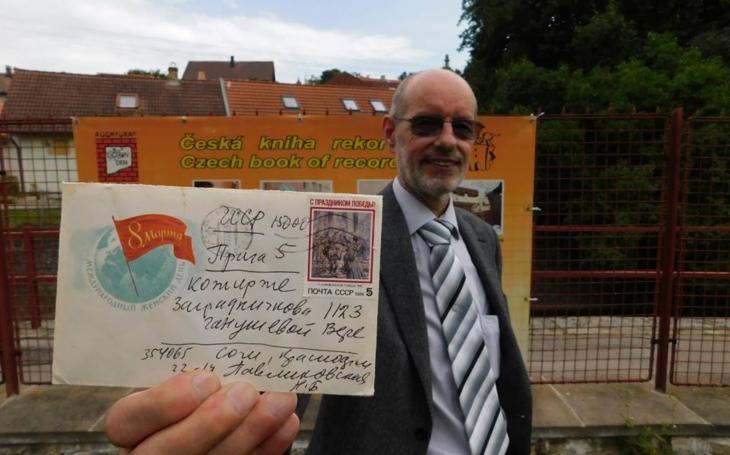 Česká pošta se zase vyznamenala… Psaní putovalo za svou adresátkou přes 28 let. Už je to zapsáno v české knize rekordů