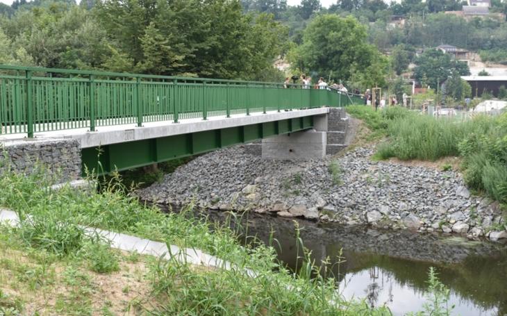 V Plzni otevřeli novou lávku pro cyklisty i pěší dlouhou 30 metrů. Cesta přes Mži spojuje šikovně oba břehy poblíž ZOO