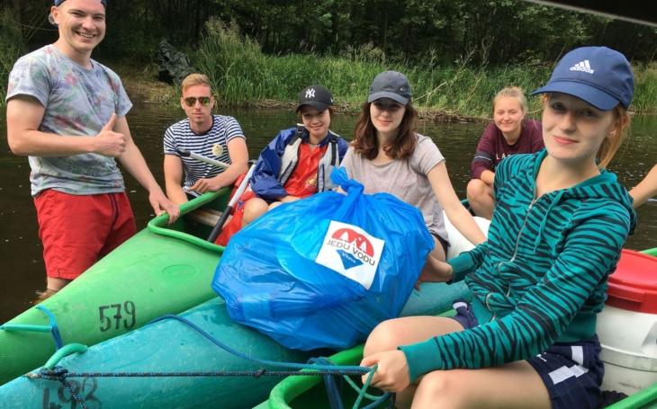 """Postavička """"Šrota"""" se chytila, mluví se o ní... Organizátoři se radují a vodáci sbírají odpadky z řeky"""